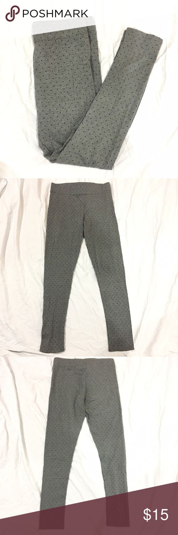 "American Eagle polka dot leggings Grey leggings with small black polka dots. Length: 35"", inseam: 27"", waist: 14"" across. In great condition. Feel free to make me a reasonable offer 💕 American Eagle Outfitters Pants Leggings"