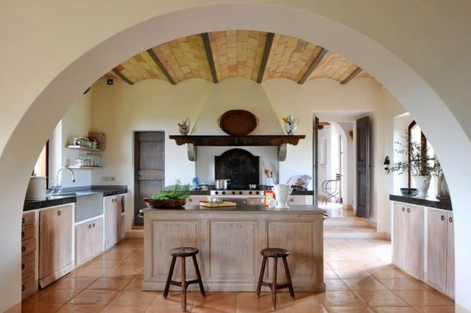 Col delle Noci Italian Villa - kitchen, don't much care for the kitchen set up, I like those kitchens that sort of wrap around you so you're always near a countertop, but I LOVE the arch entrance!