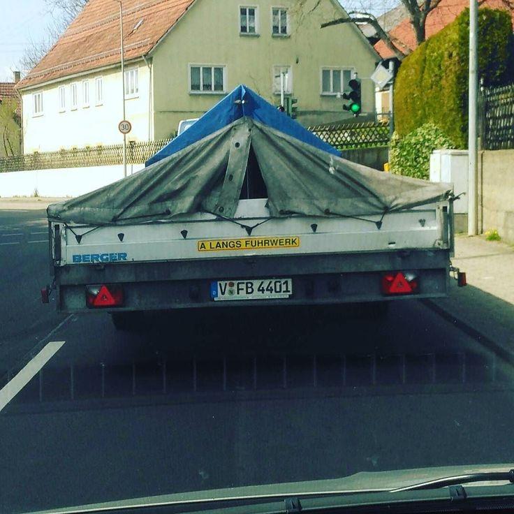 VfB Fan aus dem Vogtland in Schwäbisch Gmünd entdeckt. Euch einen guten Start ins Wochenende. #vfb #vfbstuttgart #vfb1893 #vfb1893stuttgart #furchtlosundtreu #bundesliga #fussball #soccer #stuttgart #freitag #friday #wochenende #weekend #instapic #instaphoto #instapicture #car #auto #kfz #anhänger