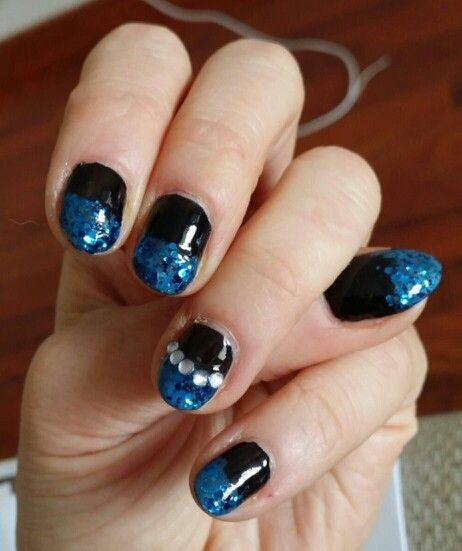 Nailpolish art, black and blue..