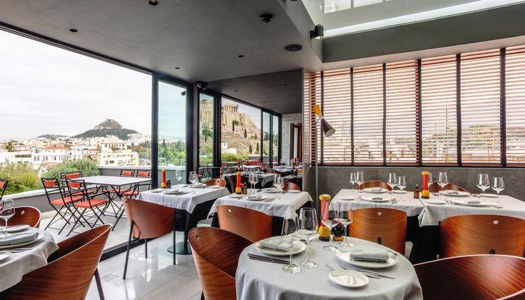 Το γοητευτικό εστιατόριο του Athens Was έχει δυνατά χαρτιά: ανεπανάληπτη θέα, μπαρ για κοκτέιλ και απογευματινά απεριτίβο και μια ενδιαφέρουσα κουζίνα με άποψη και δυνατότητες.