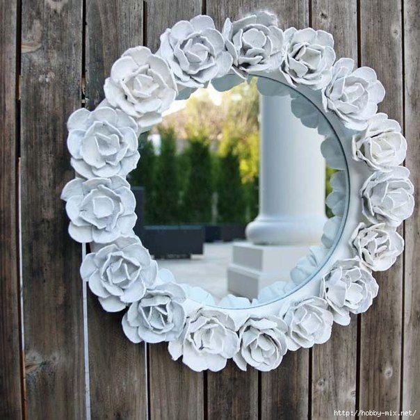 Come decorare uno specchio riciclando i cartoni delle uova e creare una bellissima cornice floreale degna di essere esposta in qualsiasi negozio di design.