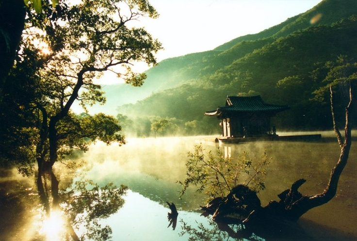 Bom yeoreum gaeul gyeoul geurigo bom. Primavera, verano, otoño, invierno... y primavera. Kim Ki-duk, 2003