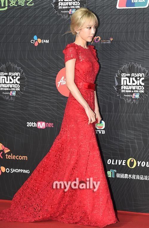 """【PHOTO】少女時代 テヨン「2015 MAMA」レッドカーペットに登場""""赤いドレスに視線集中"""" - K-POP - 韓流・韓国芸能ニュースはKstyle"""