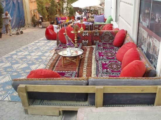Istanbul, Turkey: outdoor cafe