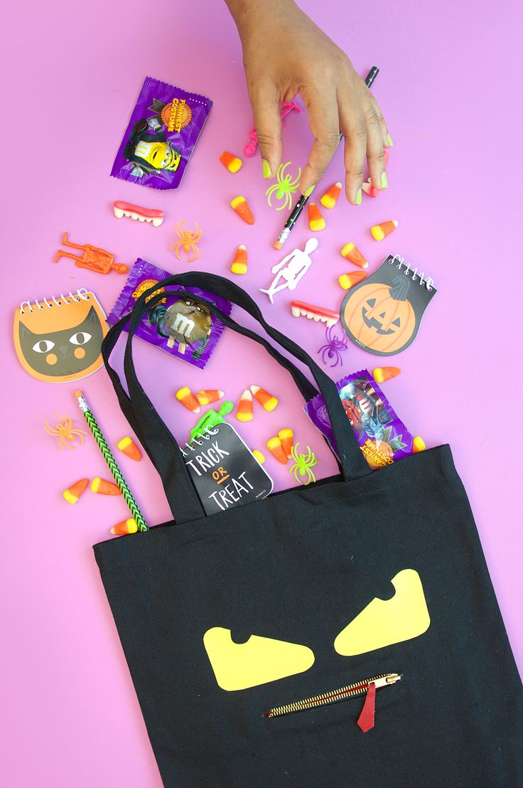 Get ready for Halloween without breaking the bank. Damask Love has saved the day with this spooky and Fendi-inspired DIY monster tote bag tutorial.