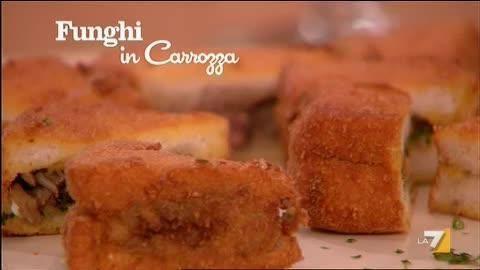 VIDEO LA7: INGREDIENTI PER 'FUNGHI IN CARROZZA' 300 gr di funghi misti olio 125 gr di carne trita 1 spicchio di aglio prezzemolo qb 2 fette di pane 2