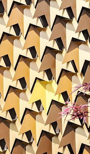 MAYFAIR HOUSE BY SQUIRE AND PARTNERS (Gareth Gardner photography) Cada hoja es una pieza independiente de aluminio cortado, plegado y lacado.