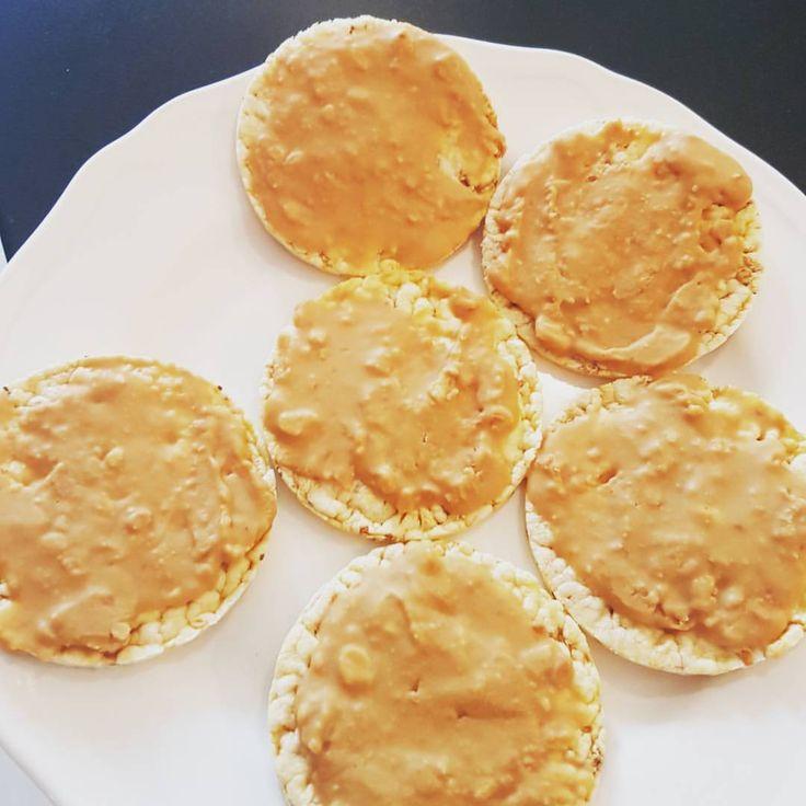 MyRecipe MyFood MyDiet Recept Friggs Stevia Cavalier Choklad Jordnötssmör: Riskakor Majskakor Chiafrö Havssalt, godis kexchoklad #sockerfritt #todo