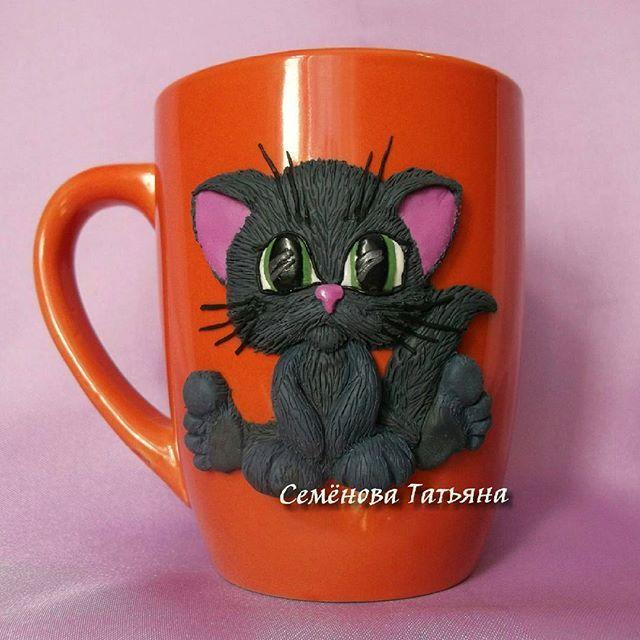Еще одна кружечка с котиком  #svadebnie_shtuchki #семёновататьяна #полимернаяглина #пластика #кружкасдевочкой #кружкиназаказ #кружканазаказ #кружка #ручнаяработа #хэндмэйд #polymerclay #handmade #котик #котенок #киса #woki1 #hm_rukodelie
