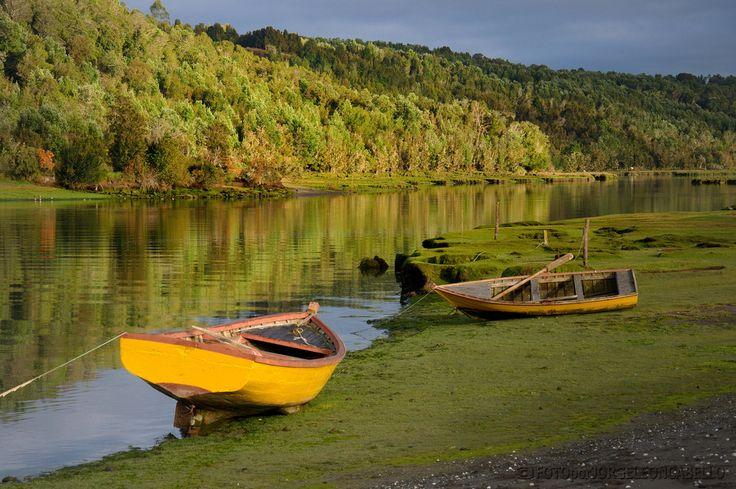 Colores de Aituy - Queilen (Chiloe)  Aituy es un pequeño poblado de pescadores en la Isla Grande de Chiloe ubicado a unos 50 kms al sur de Castro y a 8 kms antes de llegar a Queilen.