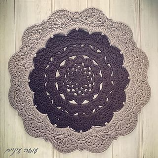 Snorka crochet doily rug pattern for tshirt yarn / trapillo / zpagetti yarn, by OsaEinaim. שטיח סנורקה - הוראות סריגה לשטיח דויילי מחוטי טריקו - עושה עיניים. More