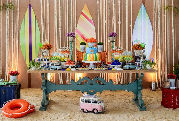 O pequeno Marcelo comemorou seus 2 aninhos com uma festa divertida, colorida e com muita areia, para a diversão da criançada! Adoramos os castelinhos de ar