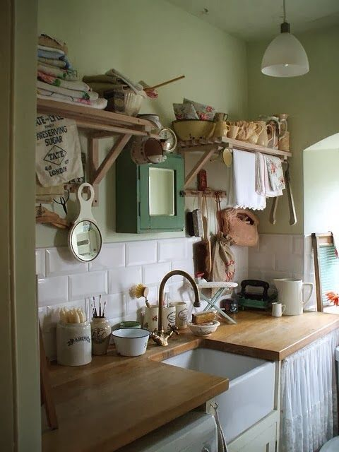 Love the idea of towel holders on the shelves. Such a great idea for drying home made pasta