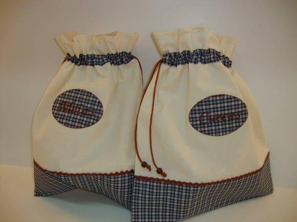 Dupla de sacos para viagem em tecidos 100% algodão, com grega, renda, aplicações,  podendo variar as estampadas.  Ótima opção para presente em qualquer ocasião.    *podem ser personalizados R$ 42,00