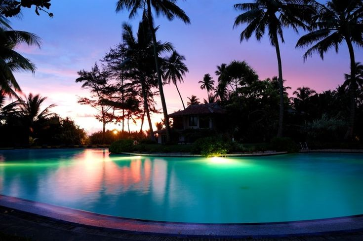 31 Visually Stunning Swimming Pool Lights at Night | Swimming pools, Lights  and Patios