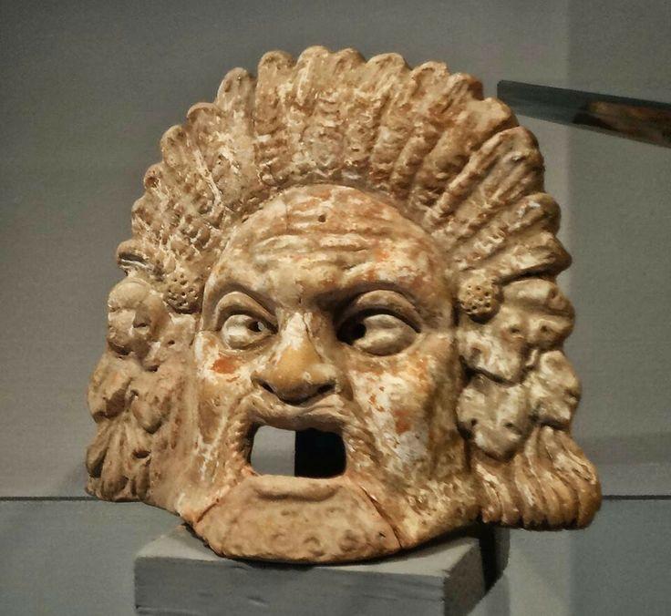 Mascara teatral en terracota  Siglo lll-ll a.C.  Centuripe , Italia