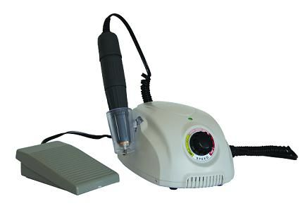 MICROMOTOR GDK 270 • Electrónico para laboratorio • Incluye pieza de mano reforzada de 3 rulemanes • Variador de velocidad contínuo • 0/35000 RPM. Vivolt 110/220 v 50/60 Hz • Caja de control potente y compacta con marcha y contramarcha • Pedal ON/OFF • Soporte de apoyo en el control y base de goma de apoyo adicional - Cod 35004