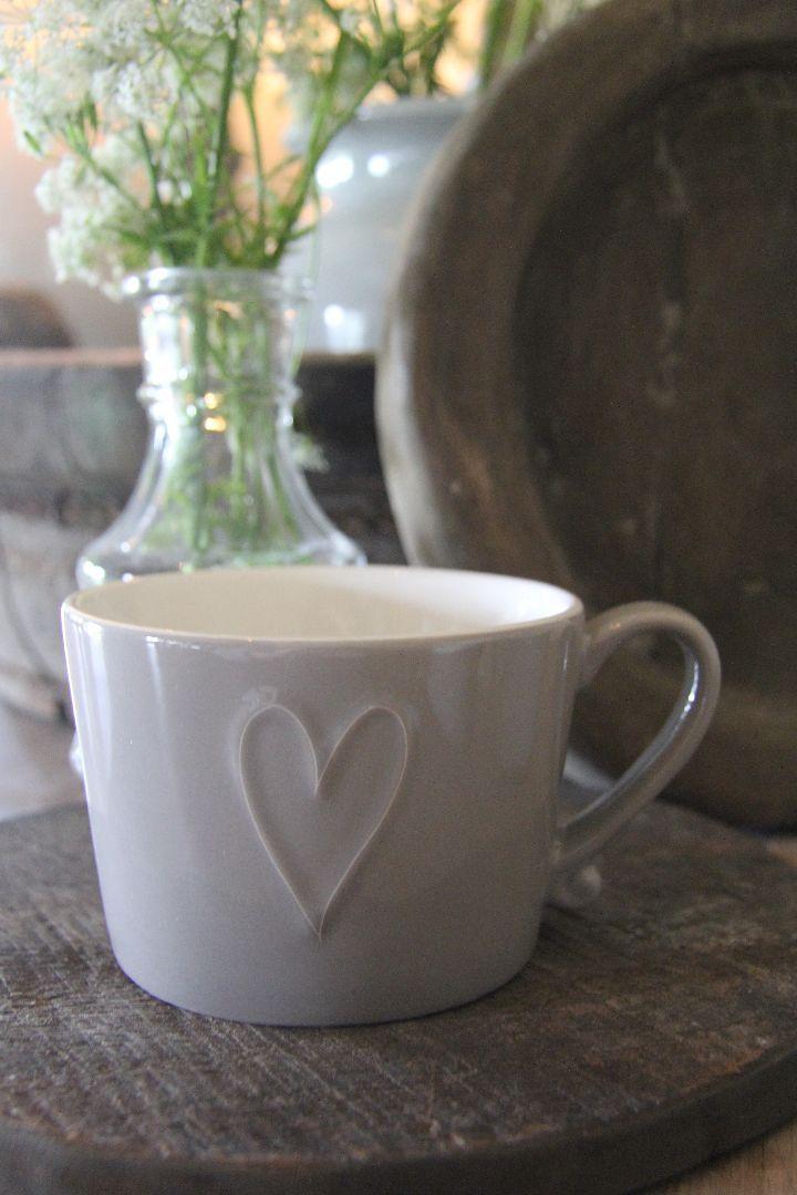 Mok van Bastion Collections in de kleur taupe. Ideale maat voor een kop thee of een heerlijke latte macchiatto.