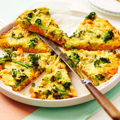 Frittata met zoete aardappel en broccoli . Hoofdgerecht, 4 personen