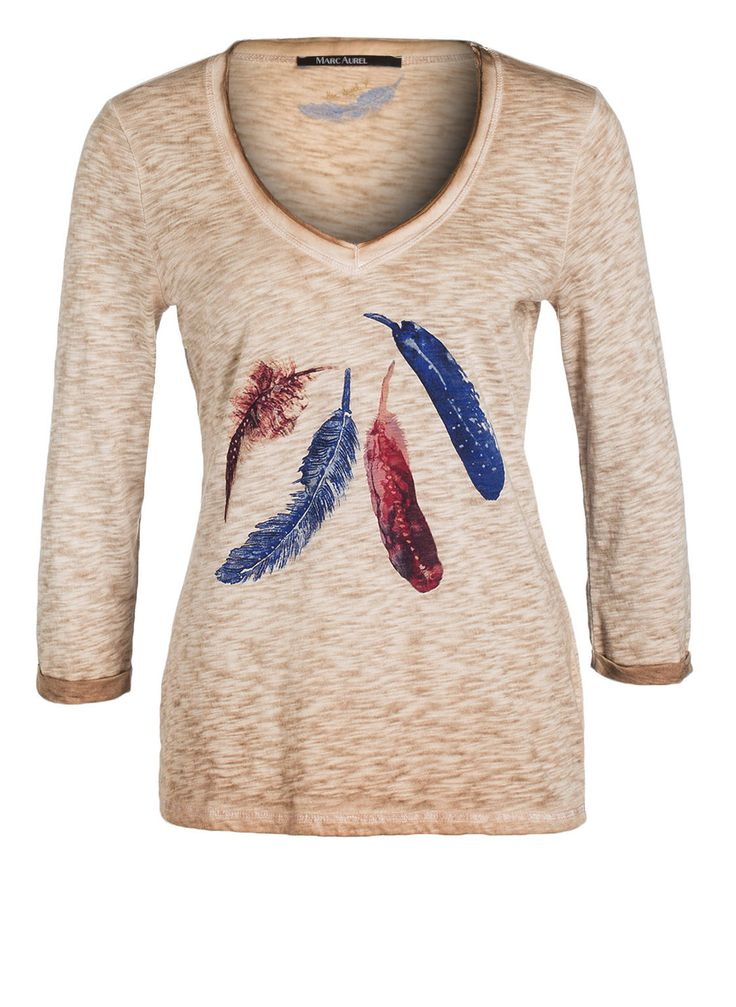 Flammgarn-Optik, Feder-Print, femininer Schnitt – so zeigt sich das Shirt von MARC AUREL. Besonderer Eyecatcher ist der V-Ausschnitt mit Seidenbesatz und offenen Schnittkanten. Stylen Sie entspannte Casual-Outfits damit!Details:Taillierter Schnitt V-Ausschnitt mit Seidenbesatz und offener Schnittkante Gekrempelte 3/4-ÄrmelFlammgarn-Optik Feder-Print Maße bei Größe 36:Rückenlänge ab Schulter: 65 cm