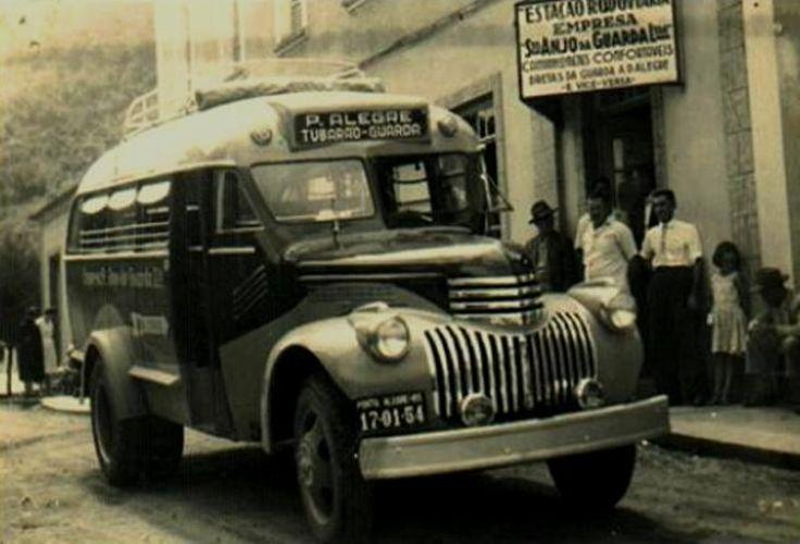 Eliziário Micro Ônibus Rodoviário Chevrolet 1941 Santo Anjo 04 - Veiculo Gasolina, Bagageiro no Teto e Janelas fechadas com Tiras de Couro