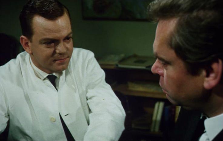 som pykolog, i Majorens oppasser fra 1964. (her med Dirch Passer)