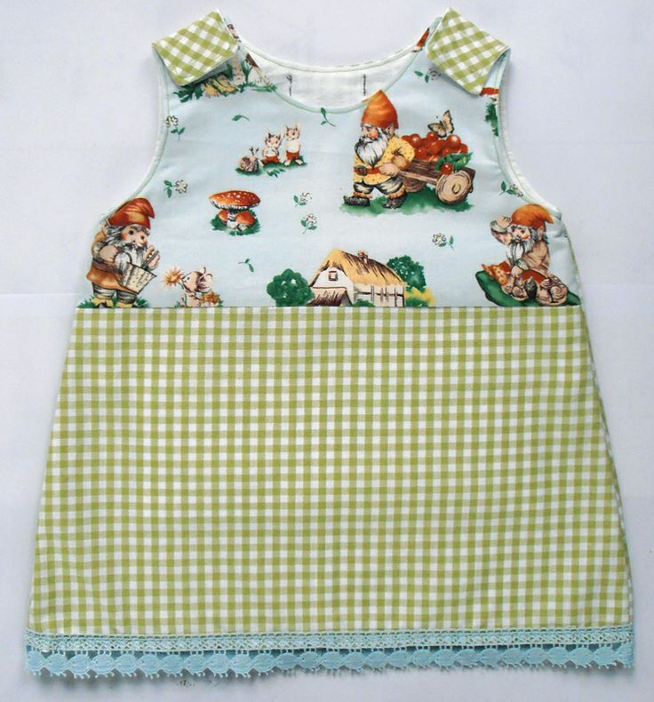 Dress LIENTJE Checked green garment with gnomes and little mice, so sweet! Embroidery on the lower part. 25,-
