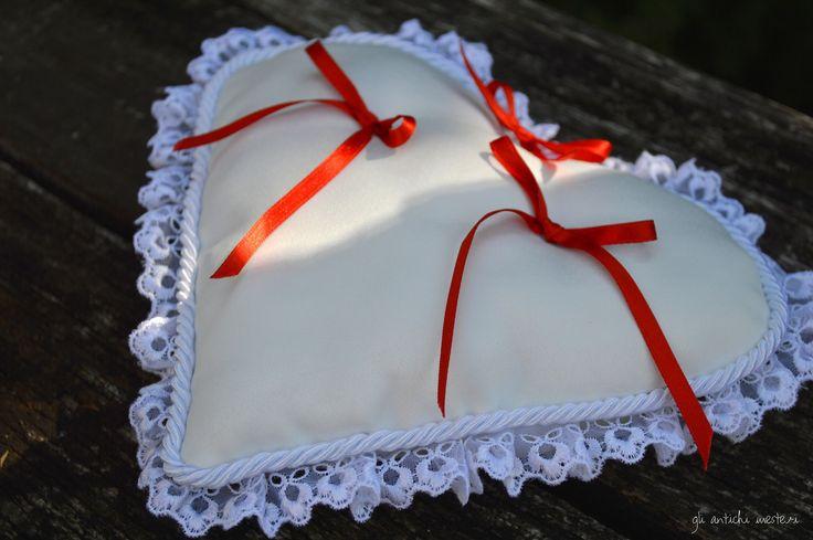 Per la sposa che non rinuncia ad un tocco di colore nel grande bianco giorno!! #rouge