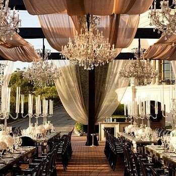 How lovely is this amazing custom design by @whitelilacinc at the @pelicanhillresort. Bravo, it is spectacular!