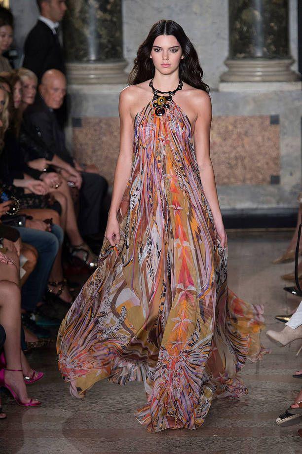 Look hippie chic: per la pe 2015 torna la moda anni '70 | Abito Emilio Pucci | FOTO