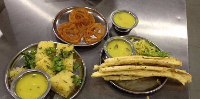 Ahmedabad Street Food: Must Visit Places to Taste Authentic Amdavadi Street  Food   Food, Street food, Baby food recipes