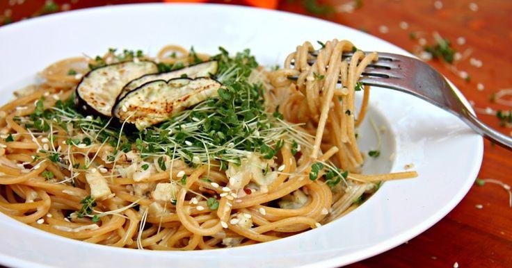 ♥ Máma v kuchyni ♥: Špagety s lilkovou omáčkou a klíčenými chia semínky (od 1 roku)