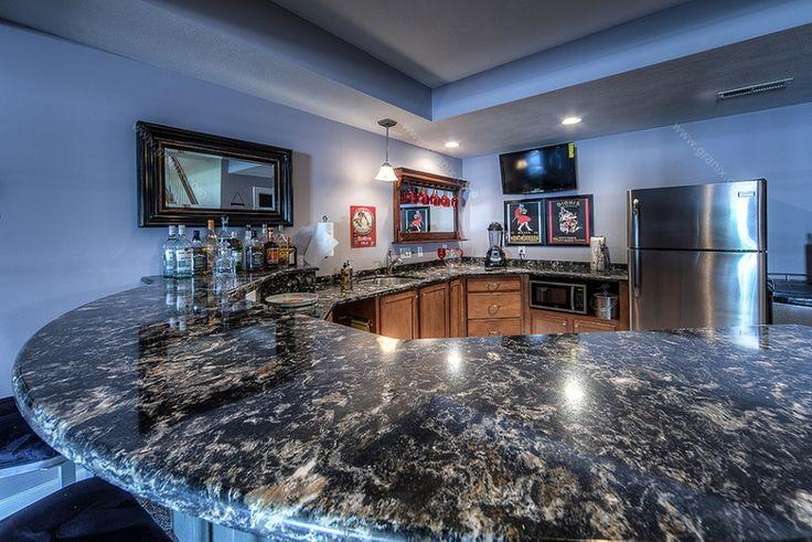 Столешница на кухне являетсяосновной рабочей зоной. Поэтому она должнаотвечать сразу нескольким требованиям — красота, удобство, долговечность.Наибольшей популярностью пользуются столешницы из гранита, кварца, дереваиламината. Гранитные столешницына кухне  Деревянныестолешницынакухне    Кварцевыестолешницыв дизайнекухни   Cтолешницына кухне из ламината Стеклянные столешницыв интерьере кухни Керамические столешницы на кухне