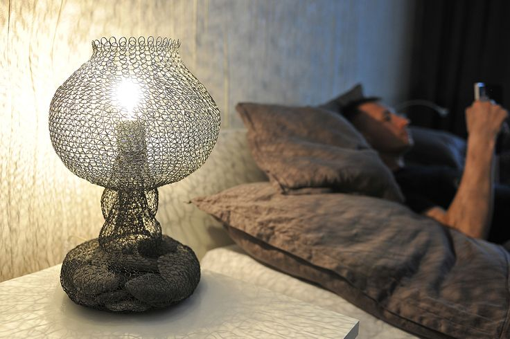 """Druciana lampa z kamieniami - """"wspomnienie z wakacji"""""""