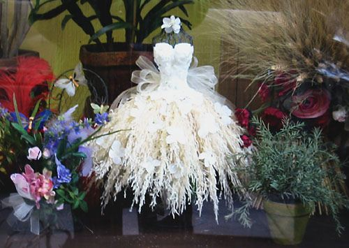 actually a miniature...but wouldn't it be a fantastic full size dress? :D