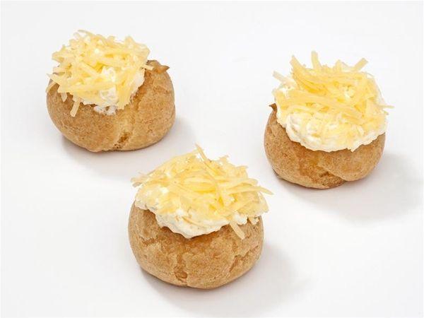 Kaassoesjes Ds 12 St. Soesjes gevuld met een pittige kaascreme van overjarige kaas. #kaas #soesjes
