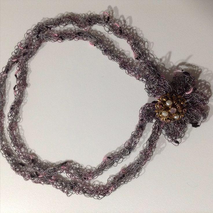Collana realizzata al tricotin