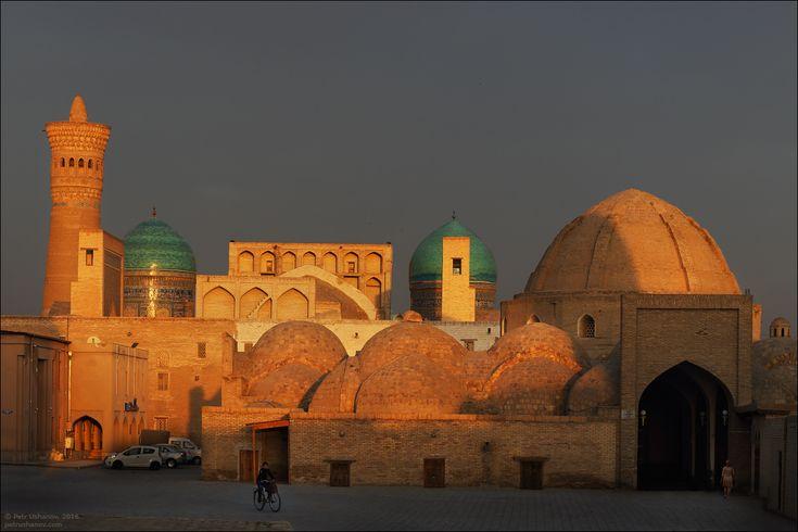 Uno de los monumentos más antiguos de Bujara (Bukhara), Uzbekistán es la mezquita Magoki-Attari y se encuentra en el corazón de Bujara…