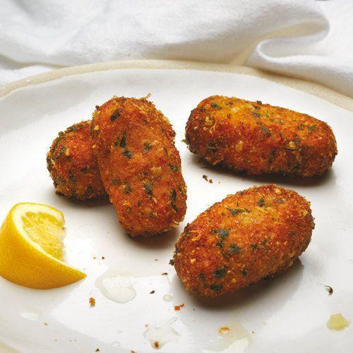Knapperige kipkroketten met parmezaan, uit het kookboek 'Vijftig tinten kip' van FL Fowler. Kijk voor de bereidingswijze op okokorecepten.nl.