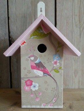 Vrolijk vogelhuis in pip stijl voor op de baby- of kinderkamer. Gemaakt door en verkrijgbaar bij kinderwebwinkel Fleurig en Kleurig.