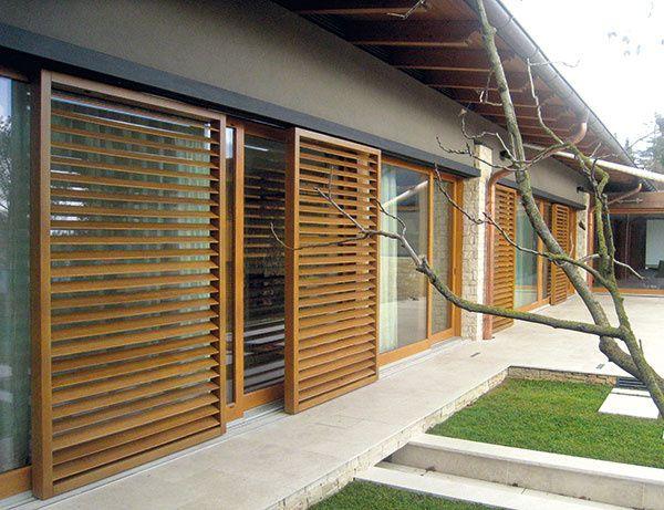 Drevené posuvné okenice svyklápacími