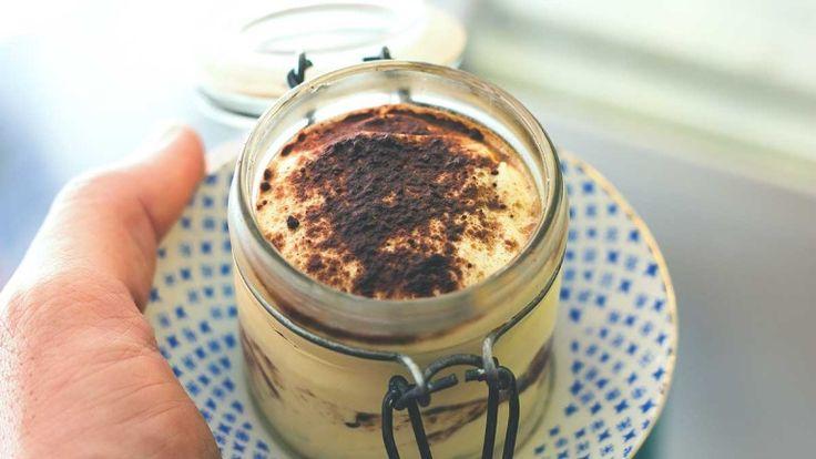 Tiramisoia vegano con latte di soia, abbinamenti con dolci per vino Moscato