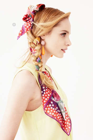 Jazz up your usual hair braid by inserting a scarf into a braiding ca2f4f6daf8a