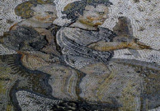 Η τέχνη του #ψηφιδωτού είναι μια τέχνη μνημειακή και με μακραίωνη ιστορία η οποία έχει τις απαρχές της στην ύστερη αρχαιότητα. Κάνοντας μια σύντομη ιστορική αναδρομή... __________________________ Γράφει η Κρυσταλία Κεφαλληνού #mosaic #inlay #art #history http://fractalart.gr/psifidoto/