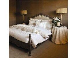 Lenjerie pat din Bumbac Satinat, cu tesatura Jaquard- 2 persoane   Tesatura Satin cu densitate 310 TC si fir Ne 60/1 Ambalat in cutie luxoasa, de culoare neagra, cu finisaj mat.