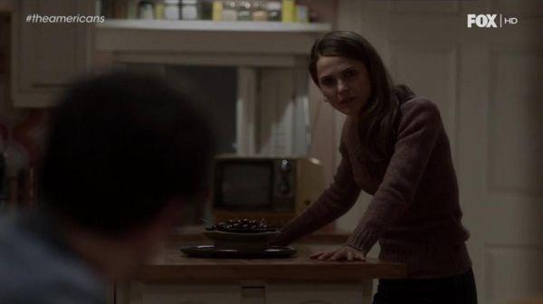 Lecciones de estilo de Elizabeth Jennings (The Americans. Season 1, Episode 8).