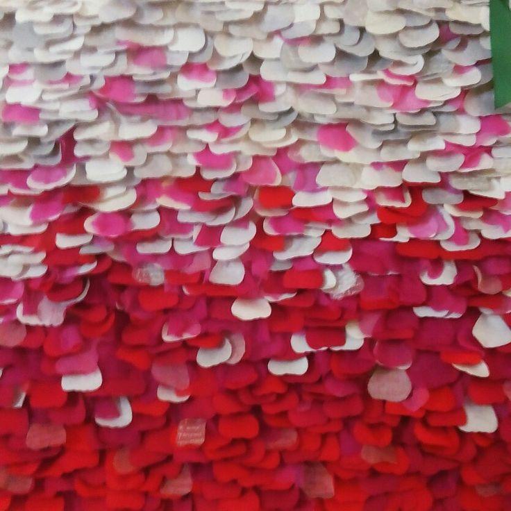 Se tu mi ami, avrai rose tutti i giorni Amore, il filo rosso che unisce Opera d'arte Verona Tessile Rassegna di Patchwork Quilting e Arte Tessile . 💠🔲💠🔘🔲🔶🔷🔳🔷🔘🔲💠🔶🔻🔸🔳🔲🔶💠🔺🔸🔹🔳🔸 #arte #art #arts #artlovers #textiledesign #textiles #tessile #quilts #quilting #design #colors #patchwork #trapunta #mostra #exhibition #tessuti #clothes #cloth #textilart #embroidery #verona #italy #artwork #amore #love #red #rosso #heart #cuore #petali