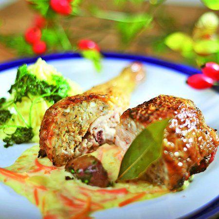Egy finom Töltött csirke répaszósszal ebédre vagy vacsorára? Töltött csirke répaszósszal Receptek a Mindmegette.hu Recept gyűjteményében!