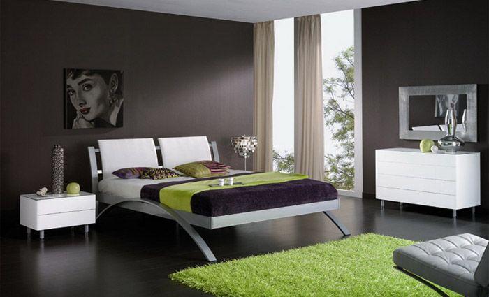 slaapkamer met bruine muren en modern bed - slaapkamer | pinterest, Deco ideeën